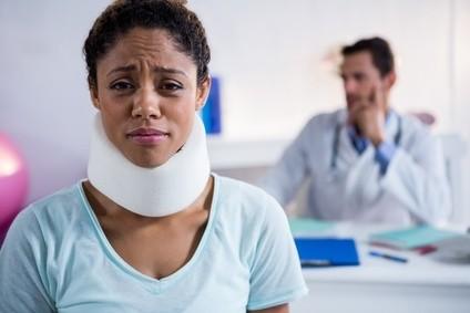 Collier cervical : soulager les douleurs cervicales ...